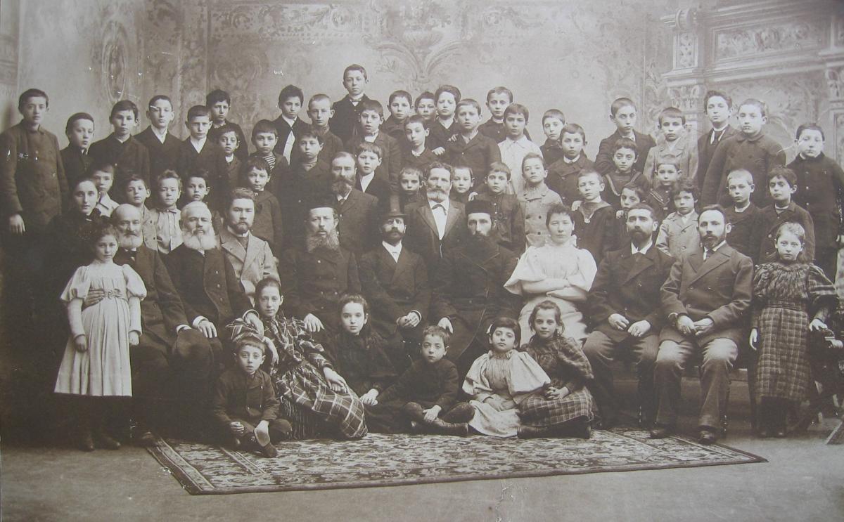 Judiska Skolan i Helsingfors eli Helsingin juutalainen koulu noin vuonna 1895.