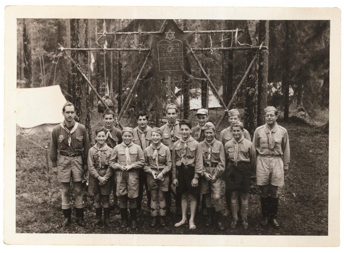 Partiolippukunta Kefirin lapsia 1940-luvun lopulla.